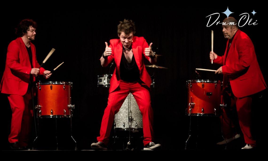 DRUM OLE show Interaktives abendfüllendes Showprogramm mit Rhythmus, Comedy und Power. Diese Show hat es rhythmisch in sich. Ihre Gäste werden bei dieser beeindruckenden Show auf witzige und optisch überwältigende Reise entführt.