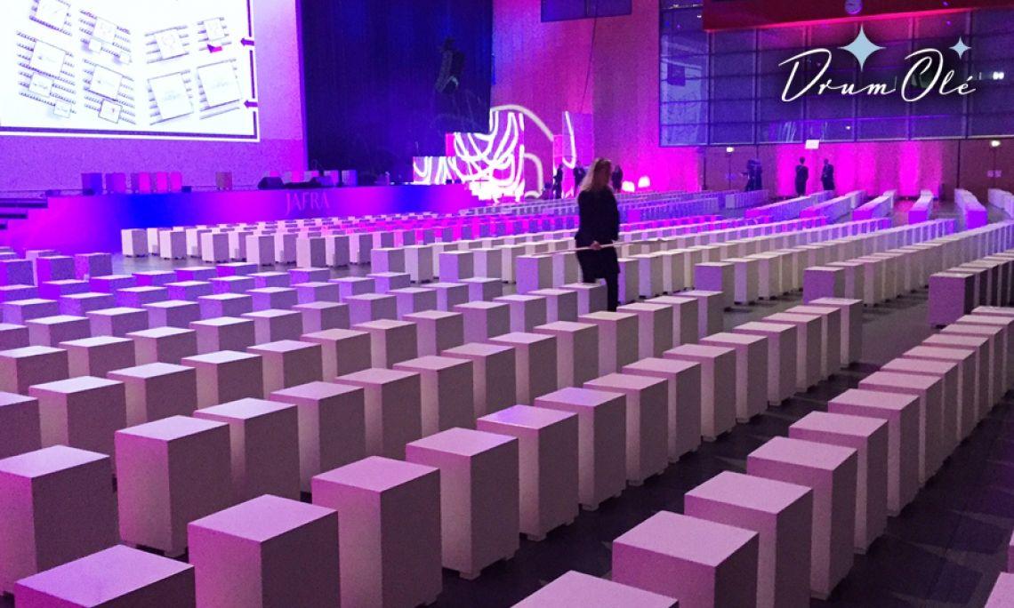 DRUM OLE interactive Bestuhlen Sie Ihren Event mit unseren unterschiedlichen Musikmöbeln (hier: Musikhocker (=Cajon)) und erleben eine mitreißende Mitmachaktion, bei dem Ihr gesamtes Publikum mit einbezogen wird! Diese Bestuhlung hat Rhythmus in sich!