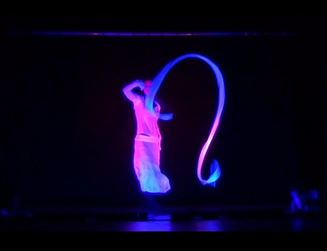 Schwarzlichshow Schwarzlicht mit farbigem LED Licht