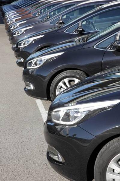 Fahrzeuglogistik - Car Detailing.  Wir übernehmen den Transfer der Fahrzeuge zu den Event Locations. Auf den Punkt genau, präzise und professionell erfolgt im Anschluss die Positionierung der Fahrzeuge.