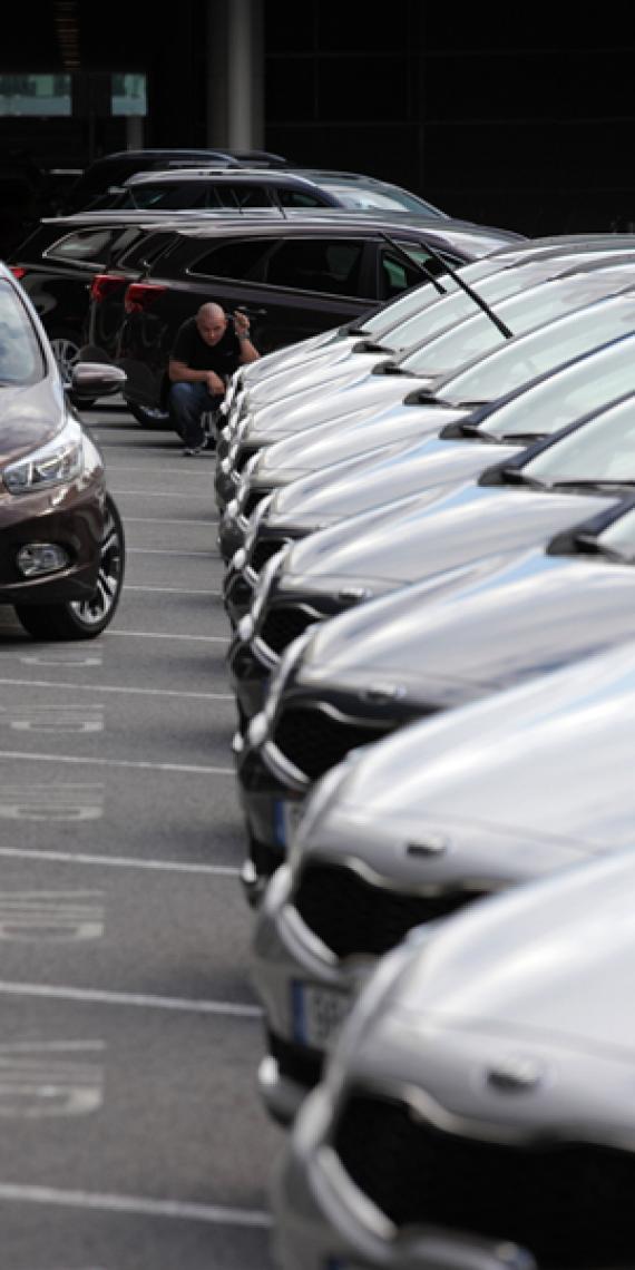 Fahrzeughandling - Car Handling. Ein zertifiziertes TÜV Qualitätsmanagementsystem nach ISO 9001:2008 stellt sicher, dass die Kunden von Spartakus das erwartete Qualitätsniveau zuverlässig erhalten. Alle zertifizierten Prozesse werden kontinuierlich geprüft und verbessert.
