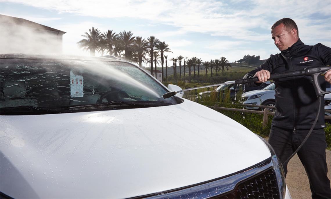 Fahrzeugreinigung - Car Cleaning. Mit dem Auge fürs Detail entgeht dem Team von Spartakus kein Staubkorn. Mit größter Sorgfalt werden die Fahrzeuge gereinigt.