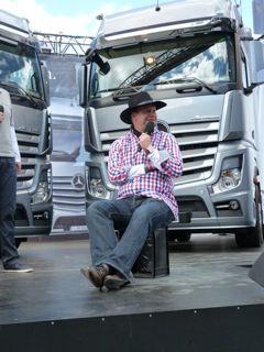 Harry Flint präsentiert für Mercedes Benz die Weltpremiere des neuen Actros Harry Flint präsentiert für Mercedes Benz die Weltpremiere des neuen Actros beim TruckGrandPrix am Nürburgring