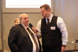 Reiner Calmund freut sich über die Fragen von Harry Flint Reiner Calmund freut sich über die Fragen von Harry Flint