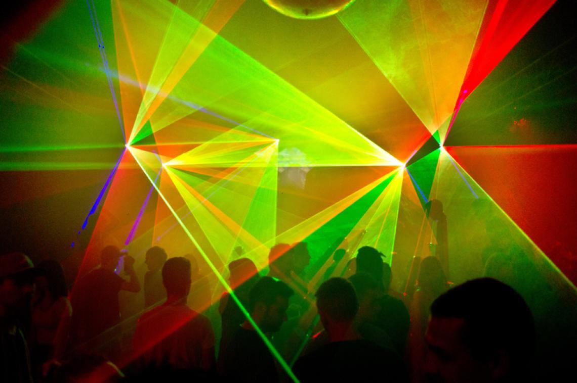 Blechnerei Konstanz - DJ Butch & Brüder Grimm Am 5. Mai 2014 gab DJ Butch, einer der wohl prägensten Figuren für Electro Musik, eine Live-Performance in der Blechnerei Konstanz, Deutschland. Brüder Grimm und Marco Nea waren ebenfalls vertreten.  Folgende Lasersysteme kamen zum Einsatz: 3 x SwissLas PM-1400RGB 2 x SwissLas PM-1200RGB Pure Diode