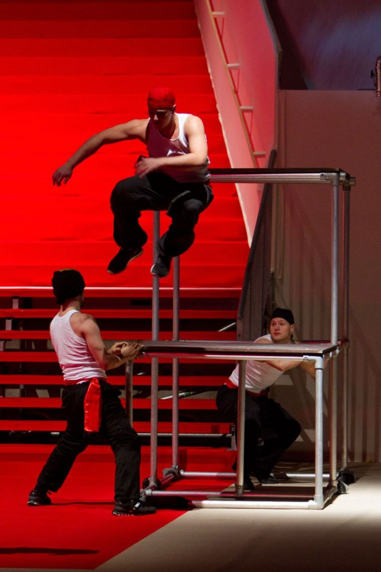 Team Supreme  Parkourshow feat. Deutschlands Parkour-Star 'Amadei Weiland' Indoor Parkour Inszenierungen mit Themenbezug und individuellen Choreografien.