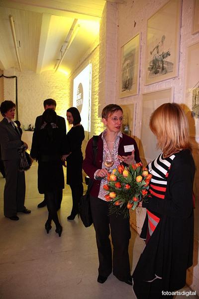 Die Räumlichkeiten Die Räumlichkeiten der Kunstagentin erstrecken sich über zwei Etagen, aufgeteilt in 50m2 Galerie und 200m2 Eventhalle.