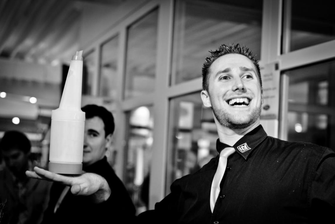 IN-LIVE Cocktailservice | Premium Cocktail Catering bundesweit Für Messen, Produktpräsentationen und Events aller Art buchen Sie hochprofessionelle Bartender rund um den Deutschen Cocktailmeister 2012.