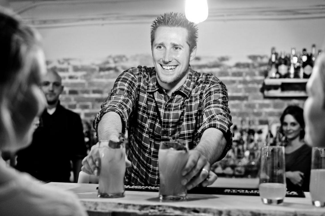 Der Deutsche Cocktailmeister 2012 buchbar für Ihren erfolgreichen Messe-Auftritt! Werben Sie für Ihre Produkte, Marken und Dienstleistungen mit pfiffigen Cocktailkreationen in Produktfarben.