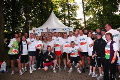 XING HRS Business Run LAUFE, FIERE , DANZE!  Die Kölner XING Regionalgruppe ermöglicht auch Freiberuflichen oder Einpersonenunternehmen dieses regionale sportliche Fun-Ereignis in einer Gruppe als XING4Runners zu erleben!  Die 5km Laufstrecke, inklusive Kölsch-Verpflegungspunkt bei km 2,5 führt durch den Kölner Stadtwald. Absoluts Highlight wird der Zieleinlauf in das RheinEnergieStadion sein!   Für Stimmung entlang der Strecke werden zudem verschiedene Samba-Bands sorgen.