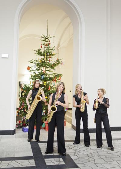 sistergold zu Weihnachten Auf Wunsch werden auch Weihnachtslieder ins Programm genommen.