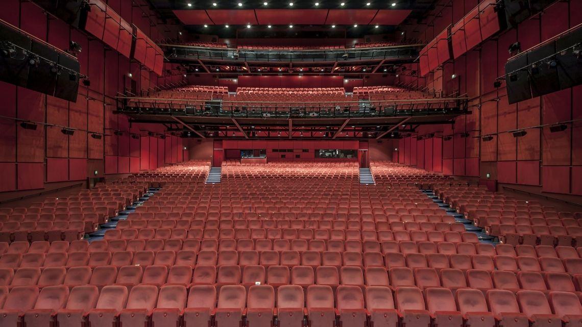 Theatersaal 1.754 Sitzplätze, voll ausgestattete Bühne