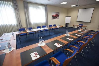 Tagungszentrum Die drei flexibel nutzbaren Tagungsräume im Tagungshaus bieten Platz für bis zu 100 Personen und schaffen eine entspannte Atmosphäre.