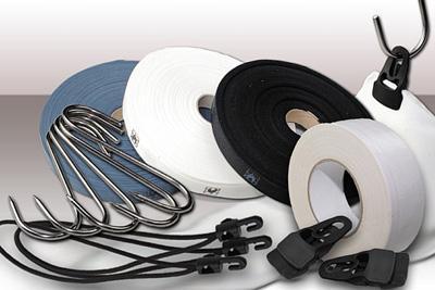 Zubehör für Moltonstoffe Jede Menge Zubehör erleichtert Ihnen Aufhängung und Montage der Moltonvorhänge.