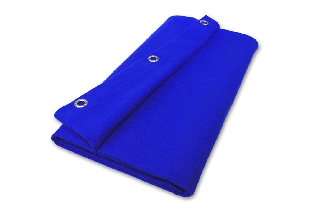 Bluescreen konfektioniert sofort lieferbar Bluescreen fertig konfektioniert in vielen üblichen Maßen lieferbar. Der konfektionierte Bühnenmolton ist rundum gesäumt, oben mit Gurtband verstärkt und geöst. Bestellen und sofort anbringen.