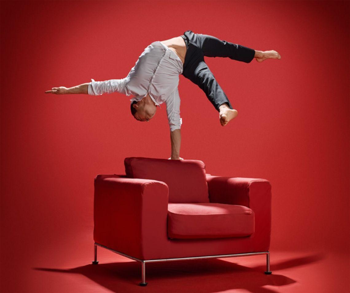 Foto: Stephan Röcken  Andalousi Elakel ist Handstandakrobat, Handstandartist für Firmenfeiern.