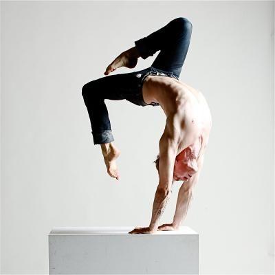 Sprungbrett Gewinner 2011: Handstand-Equilibristik Mirko Köckenberger Handstand-Equilibristik Mirko Köckenberger