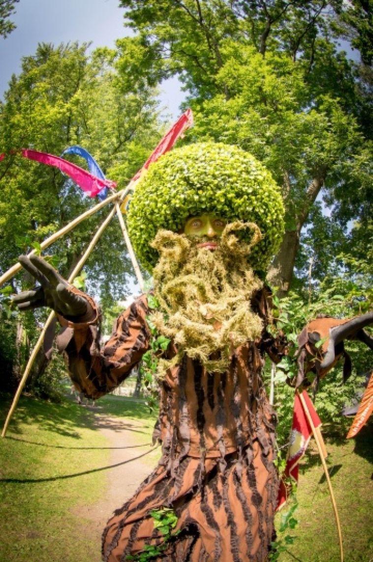 König Eduard von Rauhbart, der lebende Baum