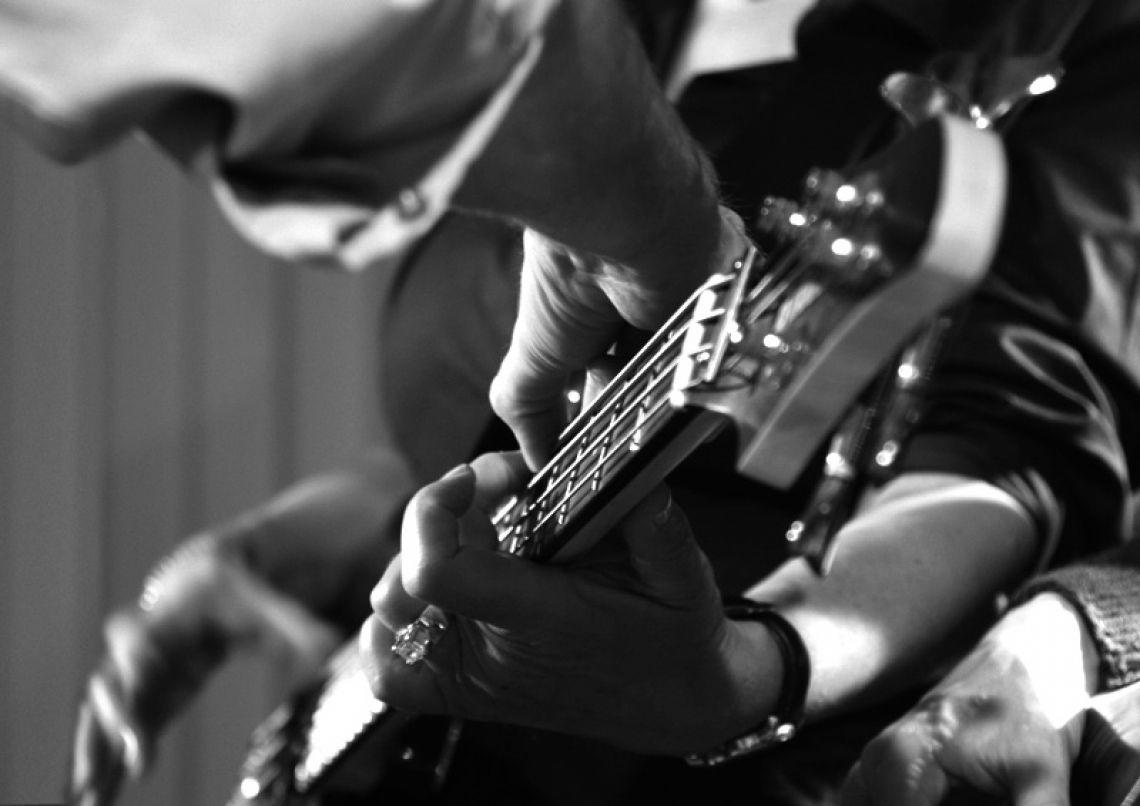 Ohne Vorkenntnisse zum Rock Star werden! Für unsere Workshops benötigen Sie keinerlei musikalische Vorkenntnisse - bei uns kann jeder Alles spielen!