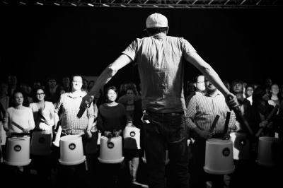 Get the Rhythm Percussion Event Alle Workshops sind europaweit an einem Ort Ihrer Wahl durchführbar. Musicworks steht für Teambuilding mit Musik. Geben Sie uns einen Raum und wir legen mit Ihnen los!