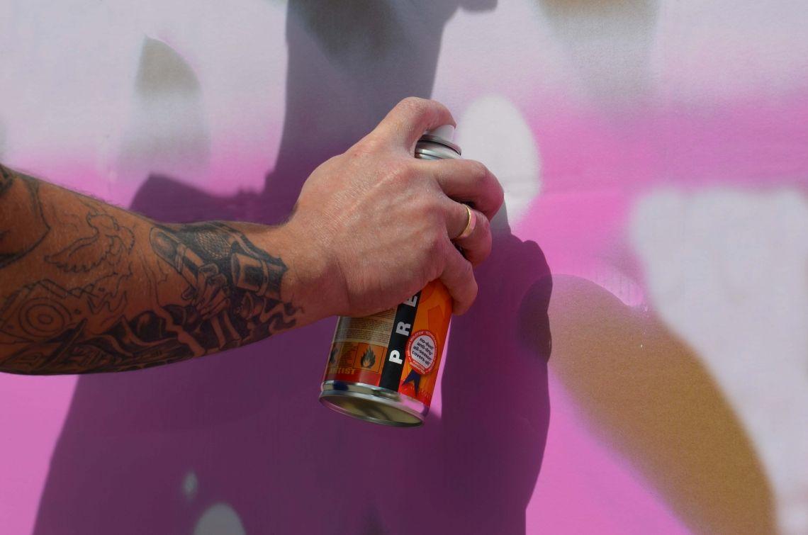 Graffiti-Workshop Lernen Sie von unseren erfahrenen Coaches die Kunst des Graffiti-Sprayens kennen. Unser Graffiti-Workshop kann dank spezieller Spraydosen sowohl Außen als auch Innen stattfinden.