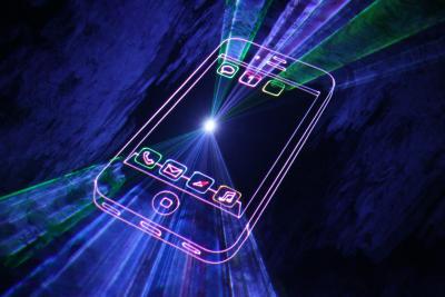 Lasershow Projektion eines bekannten Smartphones für Produktpräsentation