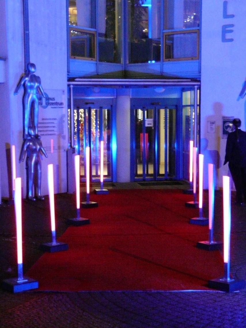 Dresden Winter LED Stehleuchten Diese und andere Stehleuchten sind Ergebnisse unserer eigenen Werkstatt. Wir fertigen im Kundenauftrag und nach eigenen Vorgaben LED-Akku-Leuchten für Veranstaltungen. www.event-led.de