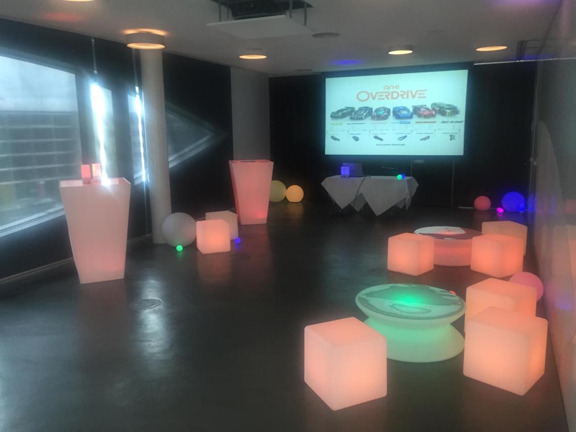 LED-Objekte ANKI Overdrive Berlin 2015 Hier hatten wir Gelegenheit bei einer Präsentation von ANKI Overdrive einige unserer LED-Objekte beisteuern zu dürfen, die sich prima in diese virtuelle Welt eingefügt haben :-)