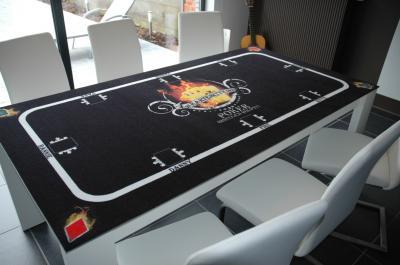 Bedruckter Teppich als Tischauflage Lassen Sie einen Teppich individuell als Tischauflage bedrucken