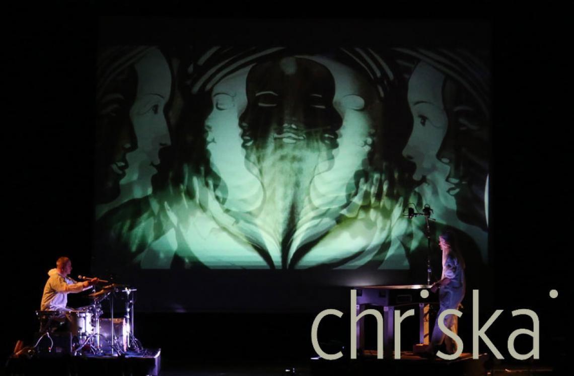 Sand-Performance als künstlerisches Rahmenprogramm