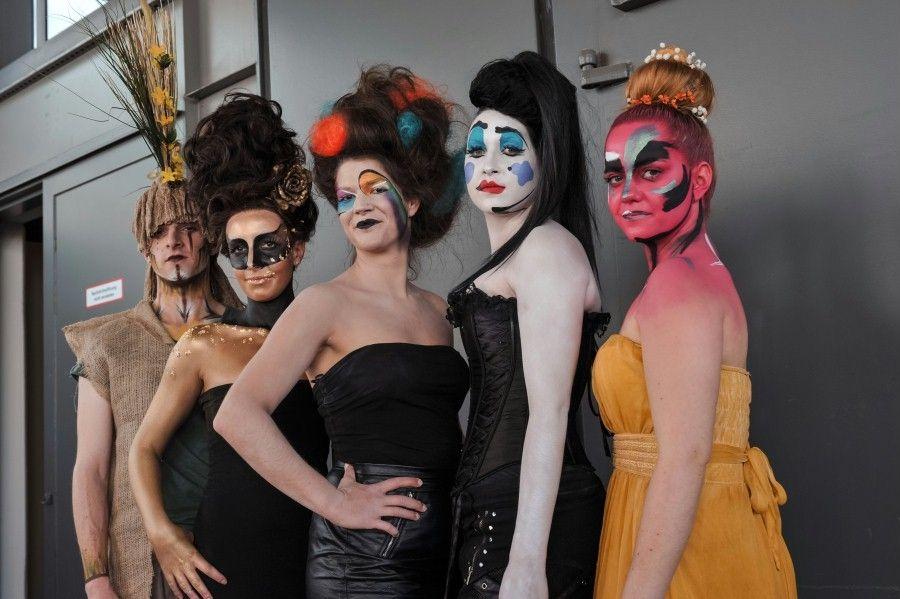 Masken- und Kostümbildner auf der Stage|Set|Scenery Auf der Stage|Set|Scenery präsentieren Masken- und Kostümbildner Ihr Können. Im Kongressprogramm findet eine 3-tägige Kostümschaffendentagung der GTKos statt.