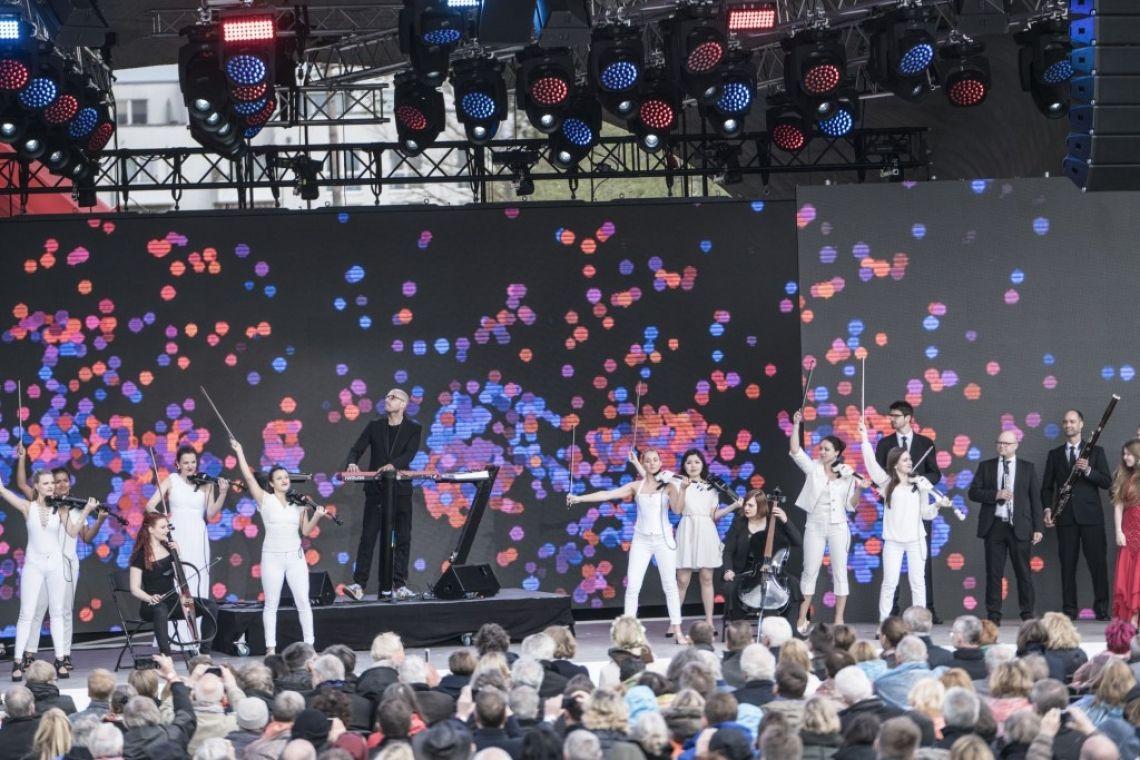 Berlin Show Orchestra meets SCHILLER