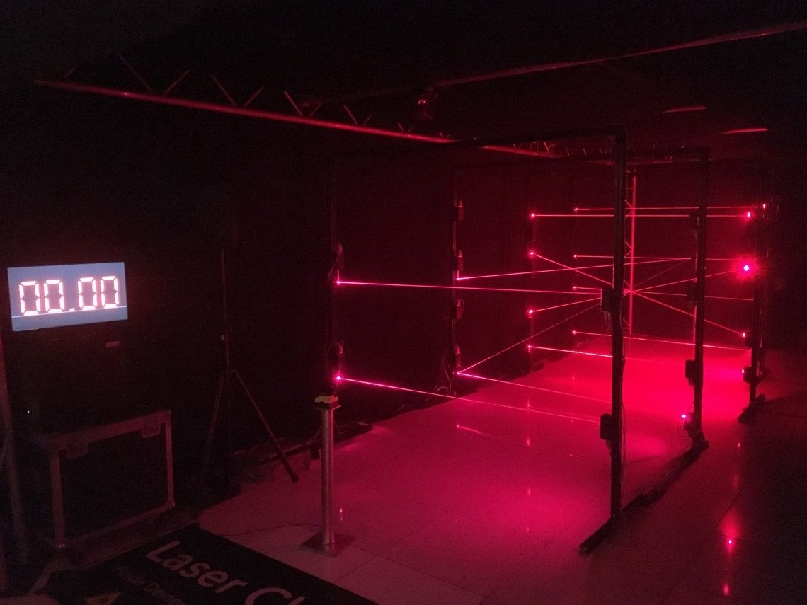 Der Laserparcours Werden Sie zum Actionhelden: Wir bauen und vermieten den Laserparcours als spielerisches Highlight für Show & Event. Hangeln Sie sich durch die Laserstrahlen ohne diese zu berühren. Spielen Sie gegen die Zeit oder gelangen Sie zu einem begehrlichen Gegenstand am Ende des Parcours. Verschiedene Spielmodi sind möglich.