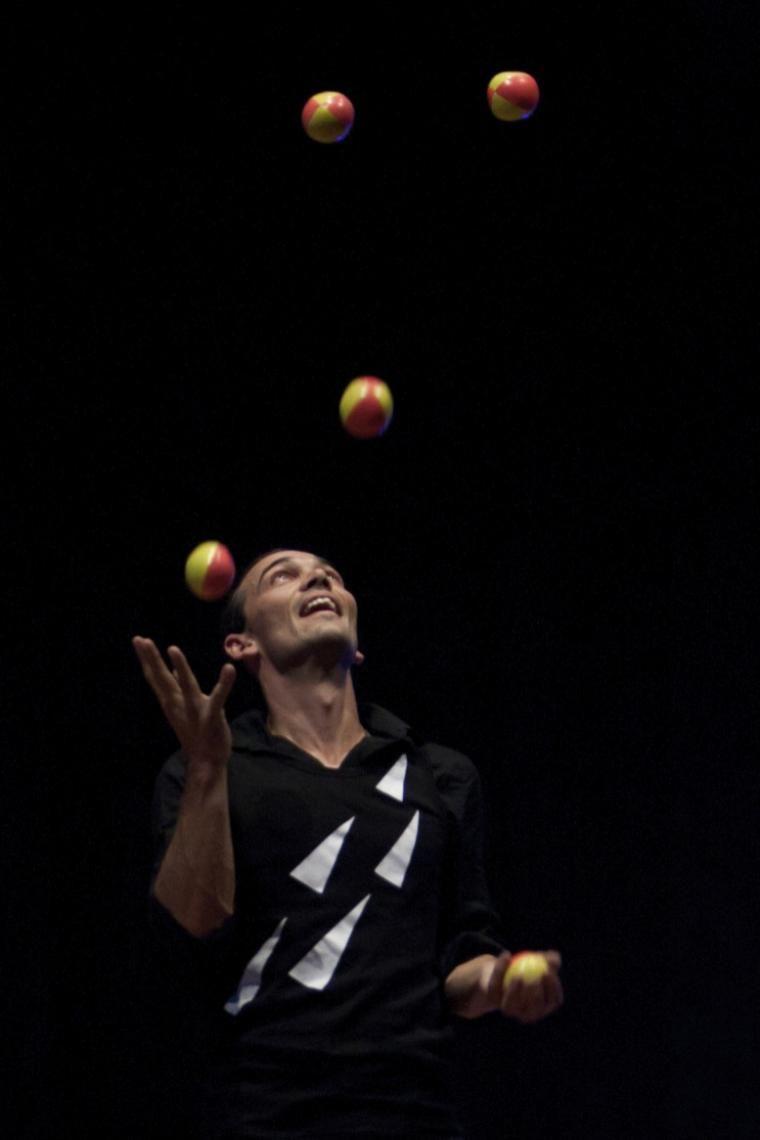 juggling ich spiele auch andere shows mit unterschiedlichen jonglierrequisiten!