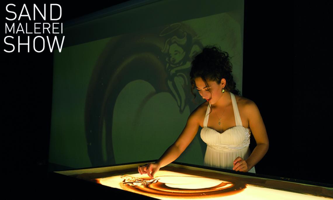 Sand Malerei Show on Tour Die Künstlerin