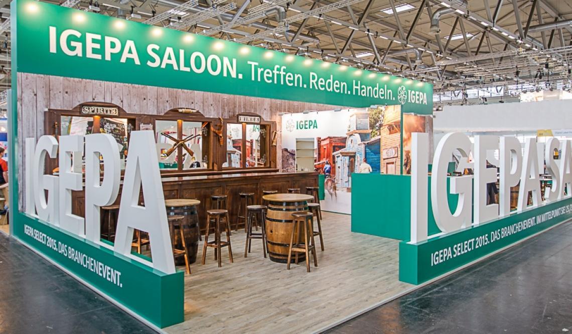 Old West Saloonbar-Messestand -  Die Old West Saloonbar als Kommunikations-Mittelpunkt auf dem Messestand der IGEPAgroup – eine der führenden Fachgroßhandelsgruppen in Europa für Papier
