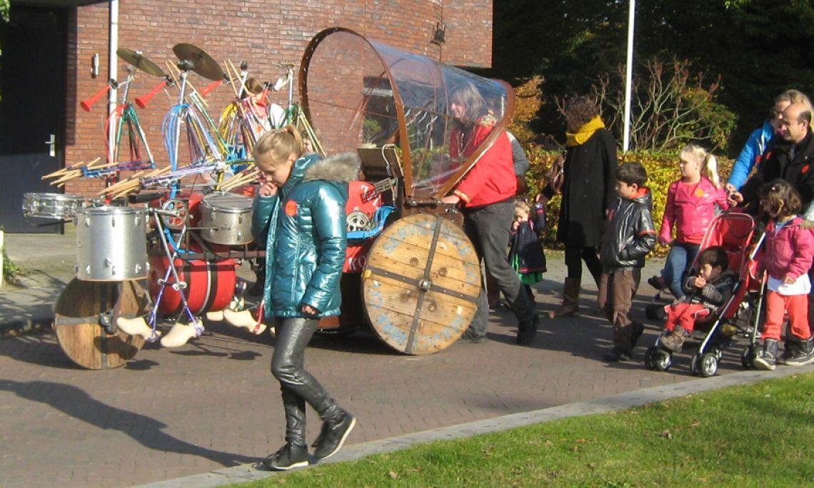 Parade Die Drumband ist sehr gut geeignet für eine Parade oder Umzug