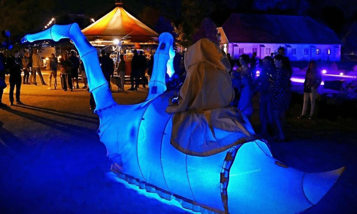 Bei der Performance Die Lichtbringer des Wattenmeeres bei der 11. Performance in Paderborn. Das Foto wurde von einen Zuschauer gemacht.