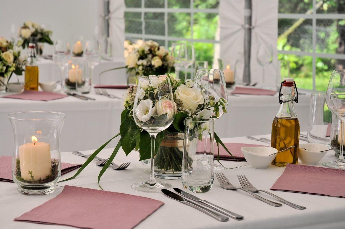 Sommerfest  Was gibt es Schöneres als im Sommer, die lauen Sommernächte bei gutem Essen und kühlem Wein genießen