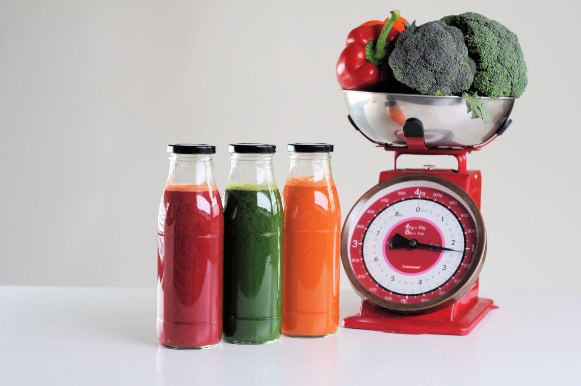 Detox Detox your body and your life Entgiftung mit Genuss macht schlank, fit und schön! Mit Drinks und Suppen Energie gewinnen und Ballast verlieren