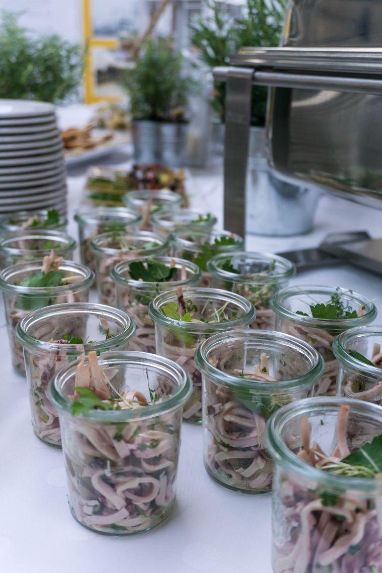 """Schwäbischer Wurstsalat im Weckglas In einen echten schwäbischen Wurstsalat gehört in jedem Fall """"Schwarzwurst"""""""
