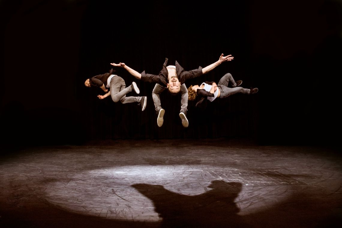 SLIKK Urban Power Akrobatik Teamgeist, Kraft und Break Dance
