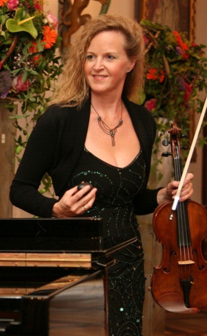 Petra-Manon ob Festakt, Dinnermusik oder Galaabend - diese Violinistin ist immer eine gute Wahl