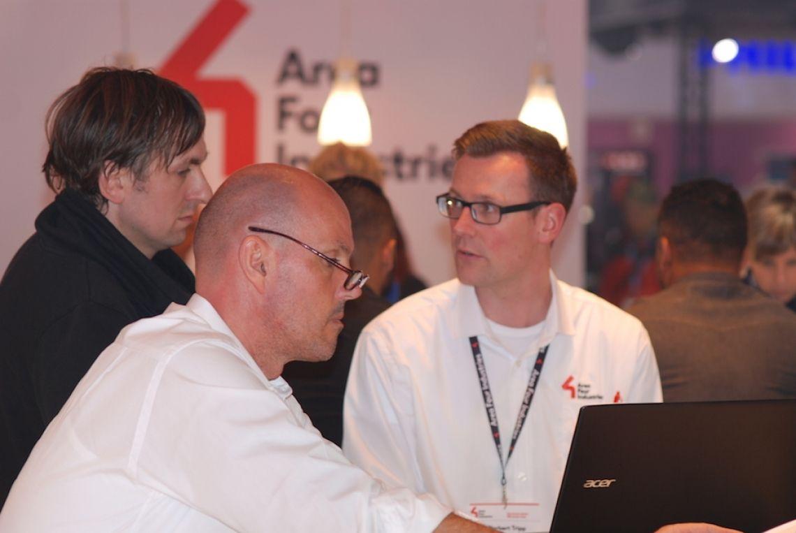 Kundensupport Statiker Norbert Tripp und Commercial Director Jan-Dirk Hachmann im Kundengespräch