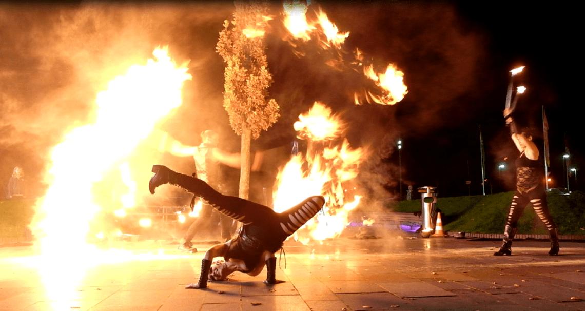 Feuer, Tanz und Artistik Spektakulär in Szene gesetzte Tanzeinlagen in unseren Feuershows begeistern die Zuschauer jedes Mal aufs Neue