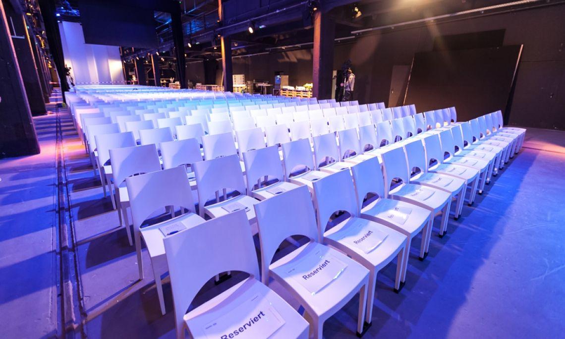 Kunststoffstuhl Nizza Der Stuhl Nizza ist in großen Mengen verfügbar. Unseren weißen Nizzastuhl können sie bereits ab 4,50 EUR mieten.