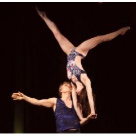 Duo Akrobatik & Tanz Berlin Akrobatik-Tanz-Comedy-Jonglage-Feuer