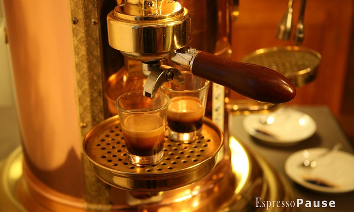 Foto: EspressoPause Espressospezialitäten aus der Elektra Belle Epoque. Man beachte die Crema!