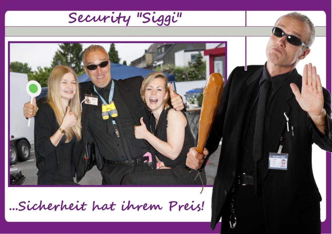 """Comedy-Security Siggi Security """"SIGGI"""": Es gibt immer scharze Schafe, doch nicht auf Ihrer Veranstaltung. Denn Security """"Siggi"""" kennt sich mit Schwarz - wie deutlich zu sehen ist - aus. Die obligatorische Frage nach der Einladung zieht die hahnebüchensten Erklärungen der ankommenden Gäste nach sich. Da heißt es die Spreu vom Weizen trennen und Wackelkandidaten nur unter Vorbehalt einzulassen. Ein weiteres Fehlverhalten zöge knallharte Konsequenzen - wie Nudelholz oder Handschellen - nach sich!!! Sicherheit hat eben Ihren Preis! ;-"""