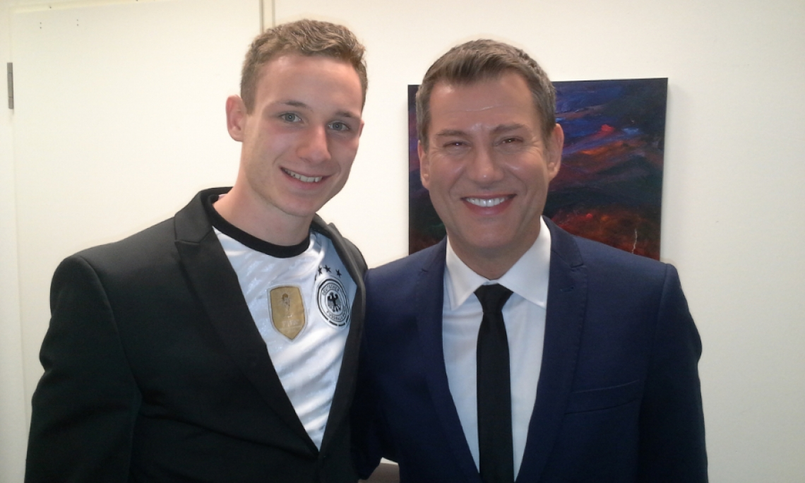 Tagesschausprecher Jens Riewa Backstage in Hamburg